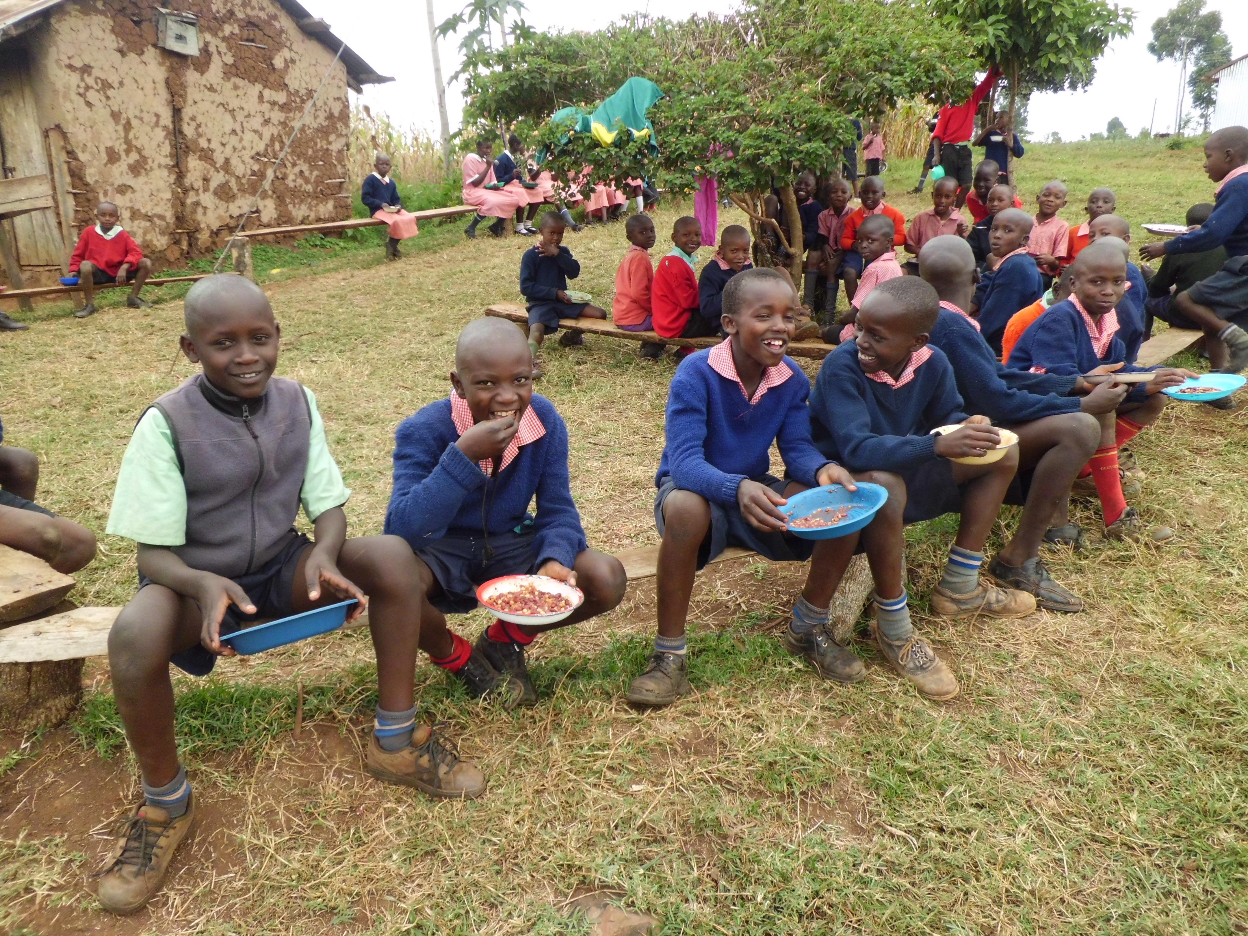 eten op school; bonen en mais